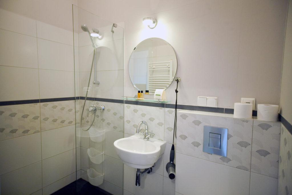 łazienka w pokoju 13 willa puck