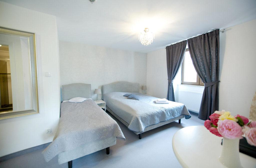 apartament z łożem małżeńskim i łóżkiem pojedynczym w Willi Puck