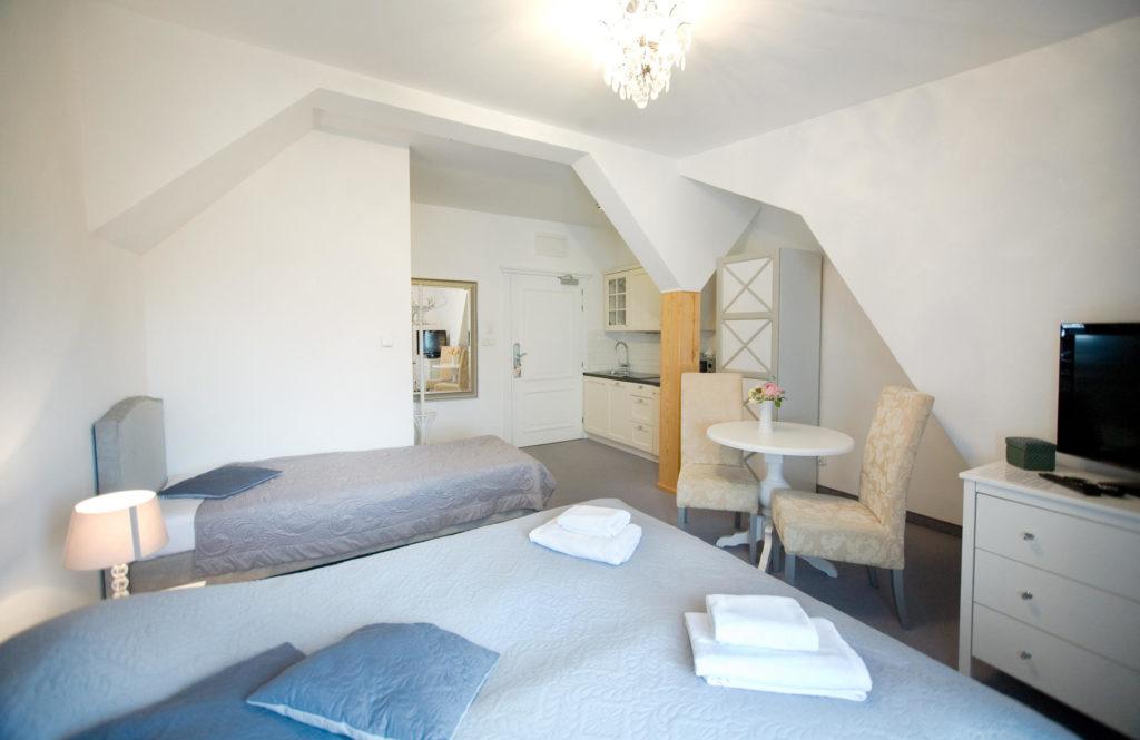 apartament z łożem małżeńskim i łózkiem pojedynczym w Pucku