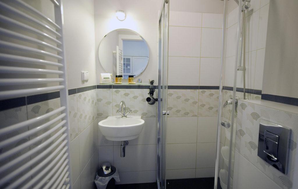łazienka w pokoju 21 willa puck